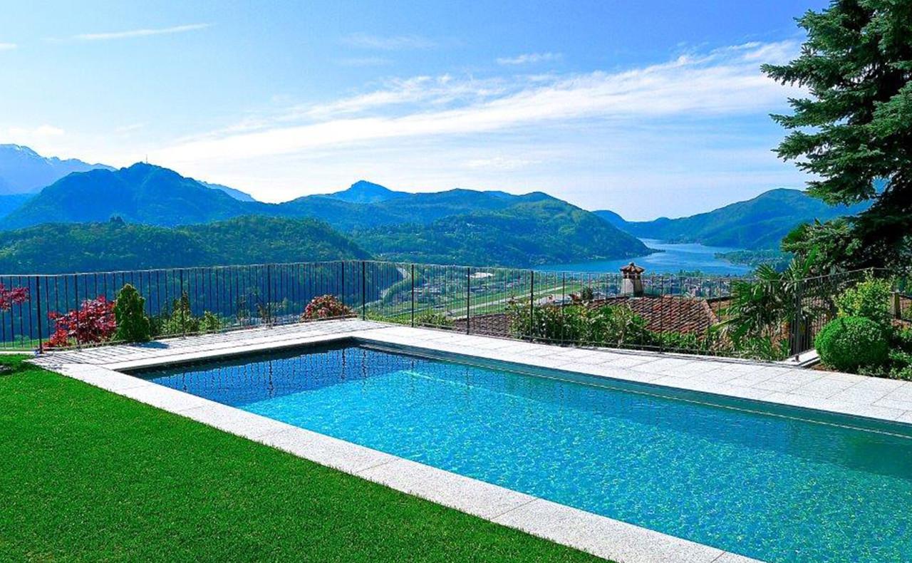 Vista lago dalla piscina